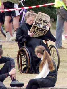 Funny pictures about Badass Maggie Smith. Oh, and cool pics about Badass Maggie Smith. Also, Badass Maggie Smith. Estilo Harry Potter, Harry Potter Love, Harry Potter Fandom, Harry Potter Memes, Harry Potter World, Harry Potter Deleted Scenes, Harry Potter Actors, Potter Facts, Harry Potter Universal