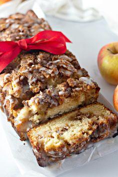Amish Apple Fritter Bread Amish Recipes, Bread Recipes, Baking Recipes, Cake Recipes, Dessert Recipes, Apple Fritter Bread, Apple Bread, Baked Apple Fritters, Apple Desserts