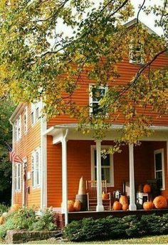 autumn house exterior - pumpkins on porch Autumn Garden, Autumn Home, Autumn Fall, Winter, Orange House, Autumn Aesthetic, Best Seasons, The Ranch, Fall Harvest