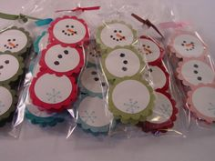 York (Peppermint Patty) Snowman - Cute Scallop punch snowmen! put a candy or mint between the paper
