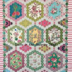 Quilts in the Shearing Shed Raffle Quilt pattern Old Quilts, Amish Quilts, Quilting Tutorials, Quilting Designs, Quilting Tips, Quilt Design, Hexagon Quilt Pattern, Quilt Patterns, Free Motion Quilting