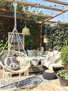 Would you like to have a beautiful pergola built in your backyard? You may have a lot of extra space available for something like this, but you'll need to focus on checking out different pergola plans before you have anything installed. Backyard Hammock, Backyard Patio, Pergola Patio, Pergola Kits, Hammock Ideas, Cheap Pergola, Cement Patio, Curved Pergola, Outdoor Hammock