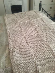 Chunky Cream Hand Knitted Blanket / Double and King Size Bed Throw Knitted Afghans, Knitted Blankets, Crochet Motifs, Knit Crochet, Arm Knitting, Knitting Patterns, King Size Bed Throws, Extreme Knitting, Hand Knit Blanket