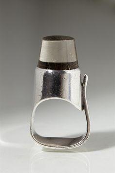 Ring designed by Torun Bülow-Hübe for Georg Jensen. Denmark. 1960's Sterling silver and rutile quartz.