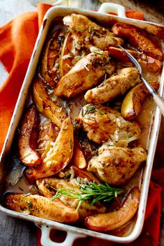 Baked chicken with quince - Quitten - herbstliche Rezept-Ideen - Chicken Recipes Healthy Oven, Chicken Thigh Recipes Oven, Chicken Tender Recipes, Smoke Chicken Wings Recipe, Oven Baked Chicken Tenders, Cooking, Boneless Chicken, American Food, Chicken Thighs