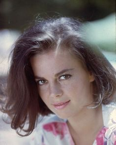 Natalie Wood -- Great performances from childhood right up to the end -- what a mysterious death -- so sad. Natalie Wood, Classic Hollywood, Old Hollywood, Hollywood Stars, Splendour In The Grass, Famous Faces, Beautiful Actresses, American Actress, Actors & Actresses