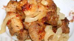 Шашлык в духовке на «луковой подушке»Ингредиенты: — Мясо ( свинина ) — 1 кг— лук репчатый — 2-4 шт.— Уксус — 3 ст. л. ( 2 для маринования лука, 1 для мяса )— Смесь перцев — 0,5 ч. л.— Сок лимона — 3 …