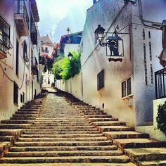 Beautiful alleys to get lost in around the old parts of #Altea.  by @MarcusKrogdahl @waltrapa #enjoyaltea