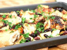 Kyckling med rotfrukter i långpanna med god smak av citron och honung. Enkelt och smart att laga hela middagen i ugnen!