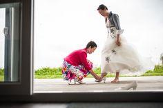 Bruiloft van Joost en Linda » Nickie Fotografie Tulle, Wedding Dresses, Skirts, Fashion, Bridal Dresses, Moda, Bridal Gowns, Wedding Gowns, Skirt