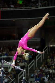 Nastia Liukin (United States) on uneven bars at the 2008 Beijing Olympics Gymnastics Facts, Gymnastics Images, Gymnastics Tricks, Elite Gymnastics, Gymnastics World, Artistic Gymnastics, Olympic Gymnastics, Beijing Olympics, Nastia Liukin