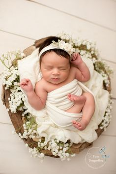 Newborn Photography - Excellent Ways To Get The Best From Your Photography Newborn Photo Outfits, Newborn Baby Photos, Newborn Pictures, Baby Girl Newborn, Baby Pictures, Family Pictures, Baby Boy, Newborn Photography Poses, Newborn Photographer