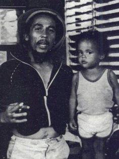 Black and White ganja peace rasta Bob Marley reggae Damian Marley rastafari King of Reggae Arte Bob Marley, Bob Marley Legend, Reggae Bob Marley, Damian Marley, Reggae Rasta, Rasta Man, Reggae Music, Kingston, Bob Marley Pictures