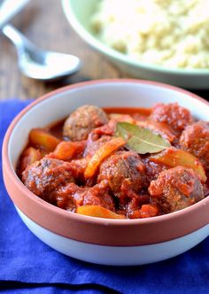Spicy Meat-less Balls with Pear & Tomato Sauce | coconutandberries.com