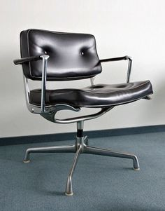 ES 102 Intermediate Swivel Arm Chair (by Charles & Ray Eames for Herman Miller, Trendy Furniture, Cool Furniture, Furniture Design, Furniture Chairs, Office Furniture, Deco Luminaire, Home Goods Decor, Charles & Ray Eames, Swivel Armchair