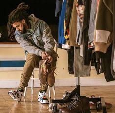 Listen to every J Cole track @ Iomoio J Cole Quotes, Dreadlocks Men, Rap Wallpaper, Wallpaper Ideas, Rapper Quotes, Hip Hop Art, Hip Hop And R&b, King Cole, Black Love