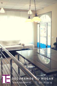 Sala de estar acogedora, minimalista y elegante. Nuestros trabajos de reforma y decoración son completos y muy vistosos.  www.itebalear.es