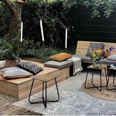 cozy patio with combination deck stones and patterned tile surface. Built-in w B. cozy patio with combination deck stones and patterned tile surface. Built-in w Balcony Rustic Outdoor, Outdoor Lounge, Outdoor Rooms, Outdoor Living, Outdoor Furniture Sets, Outdoor Decor, Cozy Patio, Backyard Patio, Patio Interior