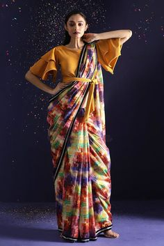 Some fun and glam ways of wearing sarees for bridesmaids -Awesomelifestylefashion Saree Jacket Designs, Saree Blouse Neck Designs, Fancy Blouse Designs, Bridal Blouse Designs, Saree Draping Styles, Saree Styles, Stylish Sarees, Stylish Dresses, Saree Trends