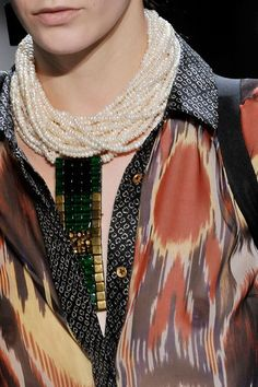 See detail photos for Dries Van Noten Spring 2010 Ready-to-Wear collection.