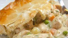 Une recette classique pour faire le meilleur pâté au poulet maison Chicken Pot Pie Casserole, Best Chicken Pot Pie, Pie Recipes, Chicken Recipes, Cooking Recipes, Recipies, Turkey Recipes, Frozen Peas, Chicken Seasoning