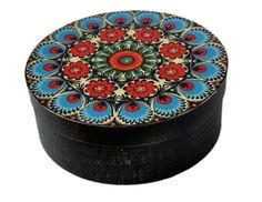 Okrągła szkatułka - pudełko na bizuterię i inne skarby folk (proj. SPATIUM), do kupienia w DecoBazaar.com