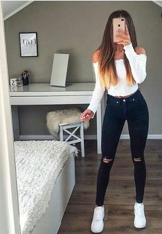 teenager outfits for school \ teenager outfits . teenager outfits for school . teenager outfits for school cute Hipster Fashion Style, Fashion Mode, Teen Fashion Outfits, Mode Outfits, Fashion Trends, Jeans Fashion, Fashion Dresses, Fashion 2017, 90s Fashion