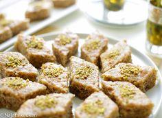 Baklava cake   Kookmutsjes Tea Recipes, Cake Recipes, Iftar, Homemade Cakes, High Tea, Cupcake Cakes, Cupcakes, Cravings, Sweet Tooth