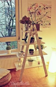s'Bastelkistle: Regal aus einer alten Leiter – For the Home - Diy Furniture Old Ladder Shelf, Diy Ladder, Ladder Decor, Upcycled Home Decor, Upcycled Crafts, Handmade Home Decor, Diy Home Decor, Handmade Furniture, Upcycled Furniture