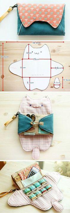 Sewing  Purse Bag Organizer. DIY Pattern & Tutorial.  http://www.handmadiya.com/2015/11/sewing-organizer-bag-tutorial.html #catsdiysew