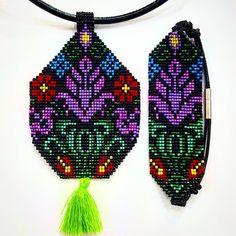 Beaded Purses, Beaded Bracelets, Tea Design, Unique Crochet, Bead Loom Patterns, Loom Beading, Beaded Flowers, Bead Weaving, Hand Painted Furniture
