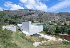 Kompakter Tempel aus Beton - Brasilianische Moderne in Portugal