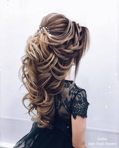 wedding hairstyles 2019 Taut hairstyle with accessories for engagement brides wedding and engagement hairstyles 2019 - Engagement Hairstyles, Wedding Hairstyles For Long Hair, Bride Hairstyles, Pretty Hairstyles, Curly Hairstyles, Hairstyle Ideas, Female Hairstyles, Everyday Hairstyles, Hairdos