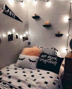 Cute dorm room decorating ideas on a budget diy room decor, teen room. Dream Rooms, Dream Bedroom, Bedroom Black, Warm Bedroom, Master Bedroom, Teen Room Decor, Bedroom Decor, Bedroom Ideas, Diy Room Decor Tumblr