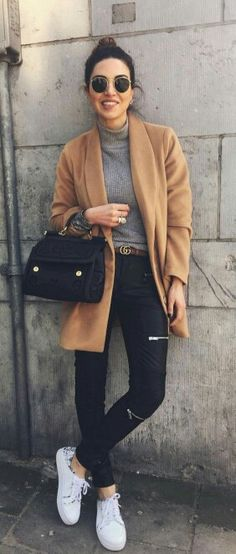 ♥️ Camel coat, grey turtleneck top, black skinny jeans, handbag & belt, change to black booties or to leopard shoes Uni Outfits, Casual Outfits, Fashion Outfits, Womens Fashion, Fashion Trends, Style Fashion, Black Outfits, Fashion Ideas, Teen Fashion