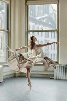 """""""Debemos considerar perdido cada día en que no hayamos bailado al menos una vez""""."""