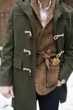 Just screams FRESH! Army green duffel coat over tweed jacket. maybe something different than the cream oxford shirt though. Dapper Gentleman, Gentleman Style, Sharp Dressed Man, Well Dressed Men, Duffle Coat Homme, Style Masculin, Mens Fall, Tweed Jacket, Tweed Men