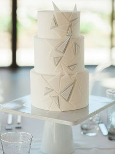 A cake decorated with minimal grey-tone triangles.