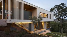 A lot of people believed that nature influenced the astounding features of a contemporary house design. A location can be near the bodies of water or a par