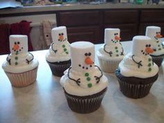 Snowmen cupcakes--how cute! Copyrights: http://cakecentral.com/g/i/1903713/snowmen-cupcakes/