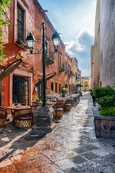 The colonial city of Querétaro in Central Mexico is well worth your travel time and here are some of the best things to do during your visit. Tulum Mexico, Mexico House, Mexico City, Places Around The World, Around The Worlds, Beautiful Places To Visit, Mexico Travel, Best Cities, Travel Inspiration