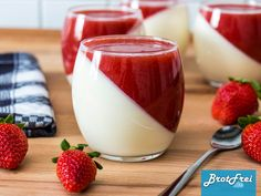 Recipe for a strawberry panna cotta to make yourself ›Bread .- Recipe for a strawberry panna cotta Cooking Chef Gourmet, Kenwood Cooking, Strawberry Deserts Recipes, Strawberry Panna Cotta, Best Pancake Recipe, Cake Recipes, Dessert Recipes, Italy Food, Health Desserts