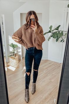 East thanksgiving outfit - - No residue dry shampoo, that prolongues your time in between washes, and doesn't leave white residue. Booties Outfit, Outfit Jeans, Fall Booties, Cute Fall Outfits, Fall Winter Outfits, Autumn Winter Fashion, Casual Outfits, Cute Outfits For Thanksgiving, Cute Christmas Outfits
