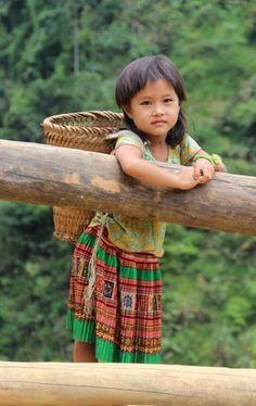 ⭐️In the north of Vietnam Precious Children, Beautiful Children, Beautiful Babies, Beautiful People, Kids Around The World, We Are The World, People Around The World, Cute Little Girls, Cute Kids