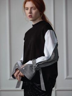 placket sleeve sweat shirt black - Sweat Shirt - Ideas of Sweat Shirt - placket sleeve sweat shirt black Hijab Fashion, Runway Fashion, Fashion Outfits, Womens Fashion, Merian, Fashion Details, Fashion Design, Apparel Design, Refashion