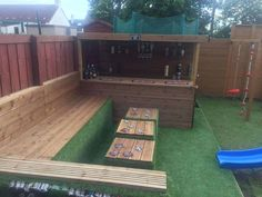 When my daughter wanted a party in the garden for her birthday I said I d bring some wood pallets home from work to build a garden bar for her birthday party pallets palletwood garden palletbar bar diy woodworking recycled # Outdoor Garden Bar, Diy Garden Bar, Outdoor Pallet Bar, Pallet Lounge, Diy Outdoor Table, Backyard Bar, Outdoor Decor, Pallet Benches, Pallet Couch