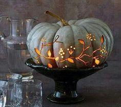 Tischdeko: Geschirr mit Punkten - Bild 13 Here's how: Hollow out the pumpkin from below with an ice cream scoop. Paint the tendrils and cut them out with linoleum knives (craft supplies). Easy Pumpkin Carving, Spooky Pumpkin, Pumpkin Art, Halloween Pumpkins, Halloween Crafts, Halloween Decorations, Halloween Party, Pumpkin Ideas, Grey Pumpkin