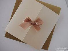 Ivory Inbjudan Enkelt Bröllop. Personalisering av Papper (16) och Färg på Band (8).