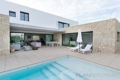 Salon, Piscina, Porche estilo moderno color turquesa, beige, blanco diseñado por galasis | Gremio