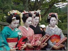 Traditional Japanese women